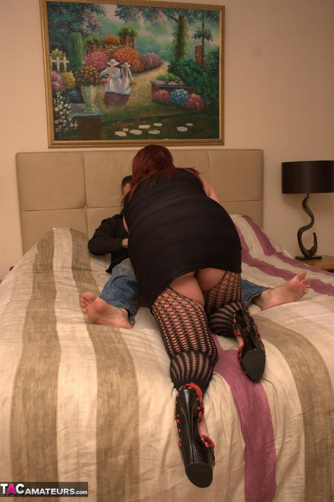 Submissive british slut kaz made to squirt 5