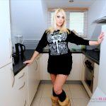 Welsh amateur gets her pussy slammed